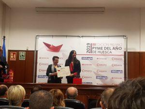 Lorena Orduna recogiendo el premio